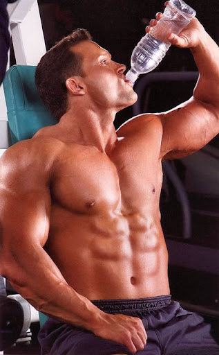 Bodybuilderdrinkingwater
